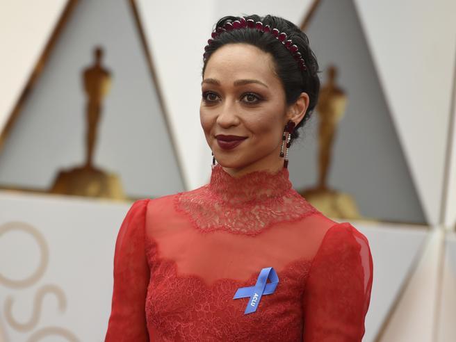 Oscar 2017, abiti luccicanti e fiocco azzurro anti-Trump: i look del red carpet