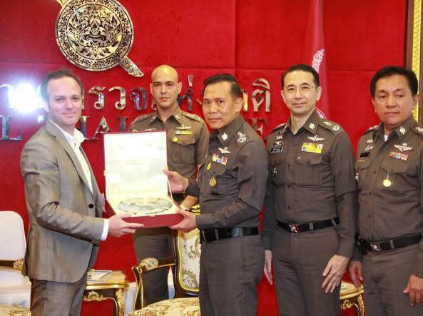 Broussard premiato dall'esercito thai per la sua lotta al crimine