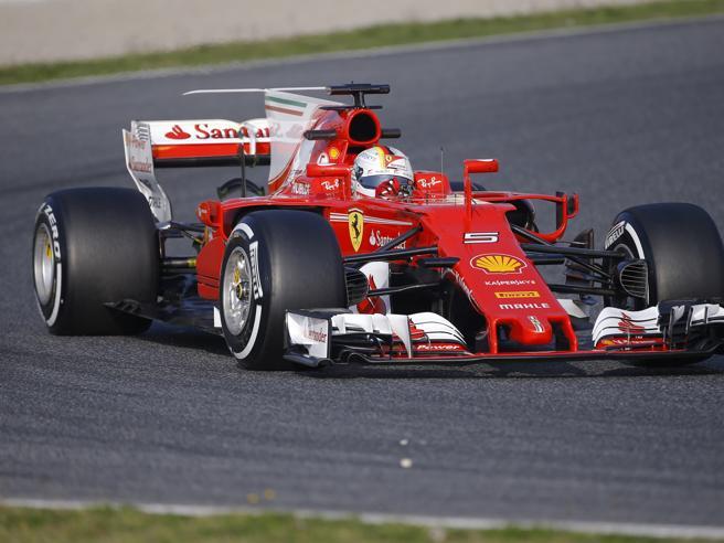 F1, Ferrari in pista: bella la SF70H ma al paddock regna il silenzio