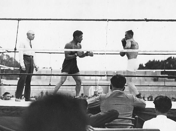 Jacovacci (a sinistra) affronta Bosisio, in palio il titolo europeo dei pesi medi