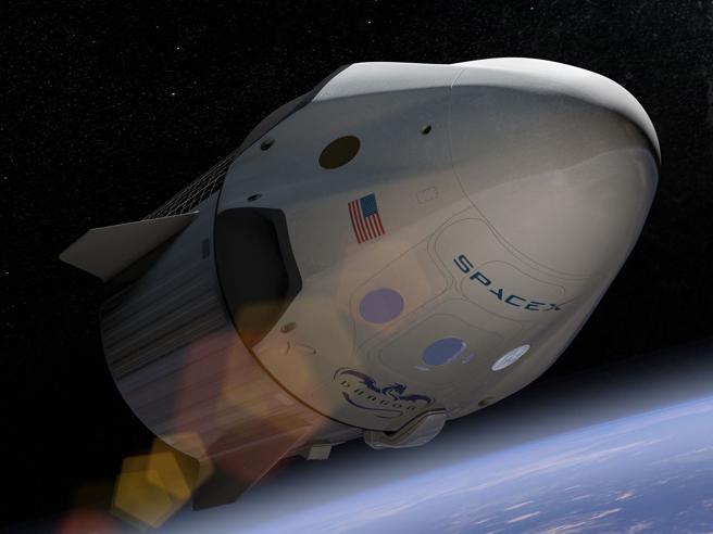 Space X: «Nel 2018 due turisti intorno alla Luna, hanno già pagato»