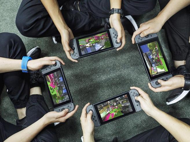 Nintendo Switch, l'alternativa a PlayStation 4 e Xbox One per giocare a casa e in mobilità