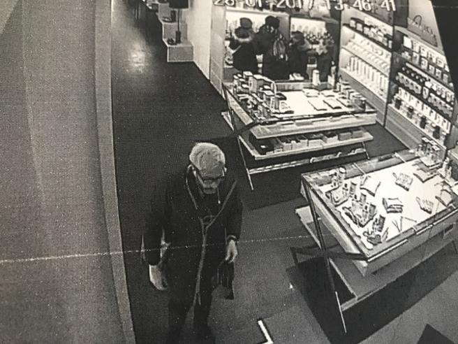 Torino, avvocato  ruba  borsa da 1.200 euro: «Mi vergogno» Foto