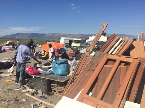 Il Gran Ghetto tra Foggia e San Severo: sullo sfondo il Promontorio del Gargano