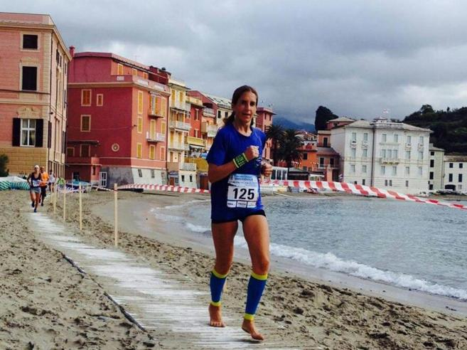 La maratoneta a piedi scalzi: «Sono più libera e corro con sentimento» Foto