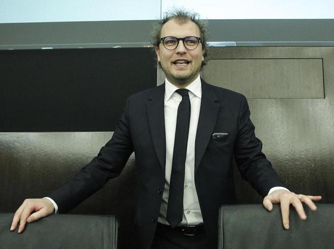 Consip,  fuga di notizie:   blitz dei giudici. Indagini tolte ai carabinieri del Noe. Scontro Grillo-Renzi