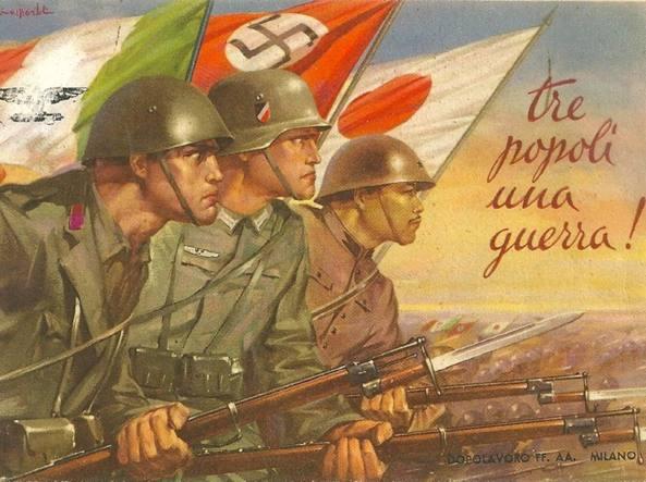 Questa cartolina di Giuseppe Bartoli, che celebra il patto fra Giappone, Germania e Italia, è stata ritoccata sotto la Repubblica sociale. Sulla sinistra si vede infatti che dalla bandiera italiana è stato cancellato lo stemma dei Savoia per sostituirlo con l'aquila della Rsi, fuori prospettiva rispetto al resto del disegno