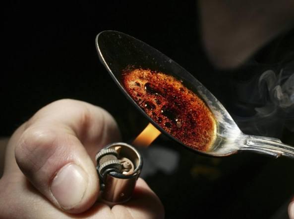 Ovuli di droga nascosti in casa, tre arresti in zona Tempio