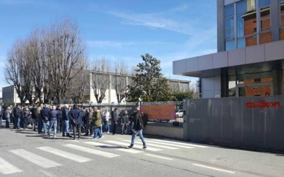 Licenziato dopo un trapianto di fegato: colleghi in sciopero