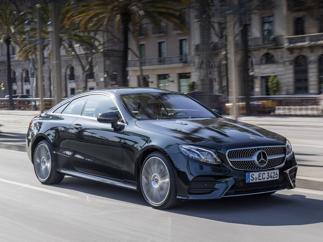 La nuova Mercedes-Benz Classe E CoupéEleganza e tecnologia alla tedesca