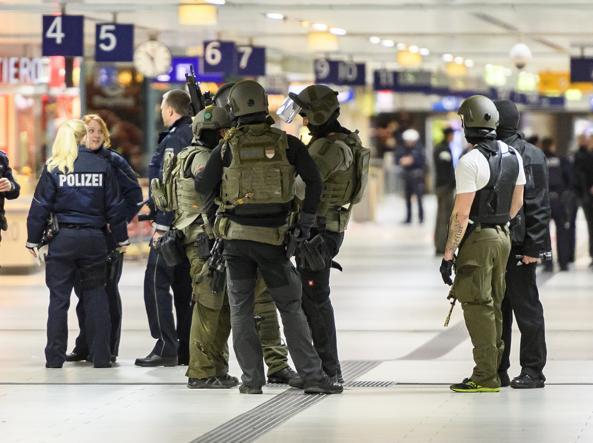 Germania: polizia, sale a 9 bilancio feriti Düsseldorf