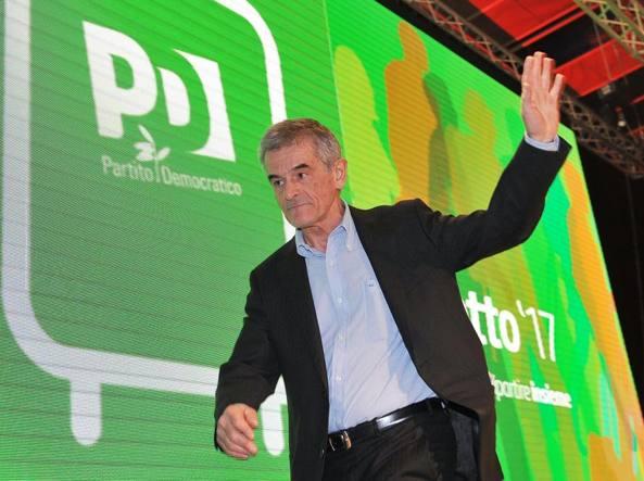 Sergio Chiamparino sul palco del Lingotto
