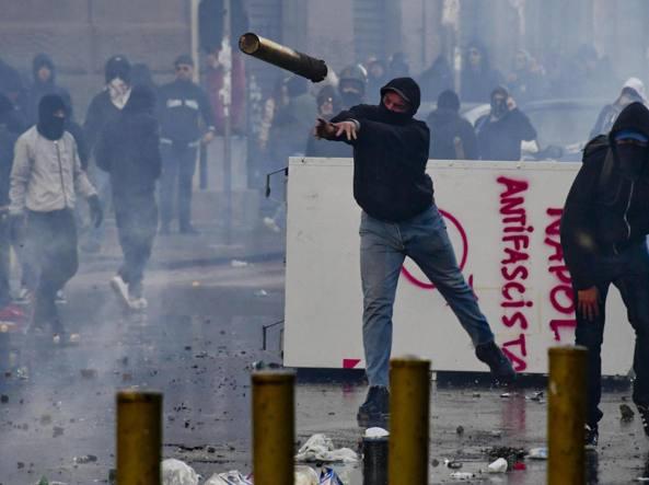 Salvini a Napoli fa scattare la guerriglia