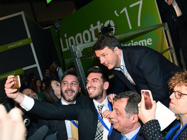 Torino, ultima giornata al Lingotto Renzi: «Nessuno ci distrugge»Delrio: «Lui come Maradona»