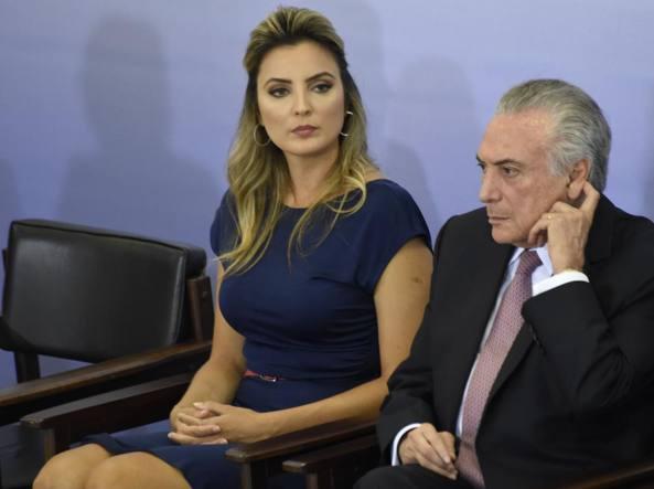 Brasile, il presidente lascia la casa presidenziale: