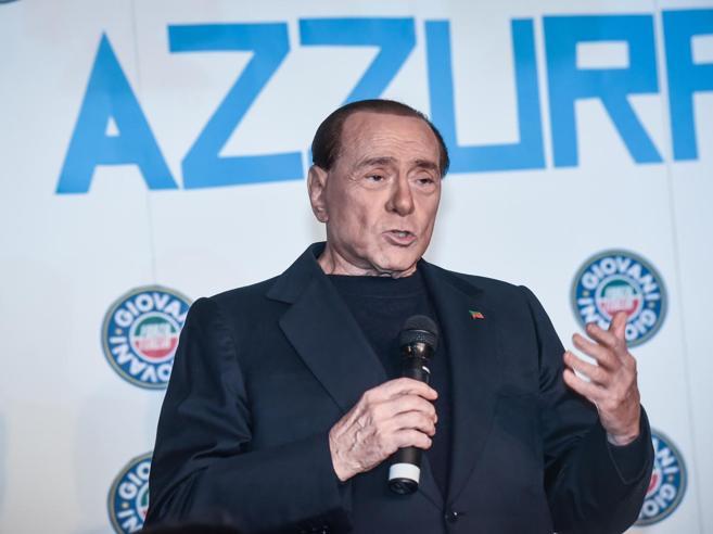 Berlusconi e il nuovo nemico: Grillo voleva soldi in nero, i 5 Stelle peggio dei comunisti