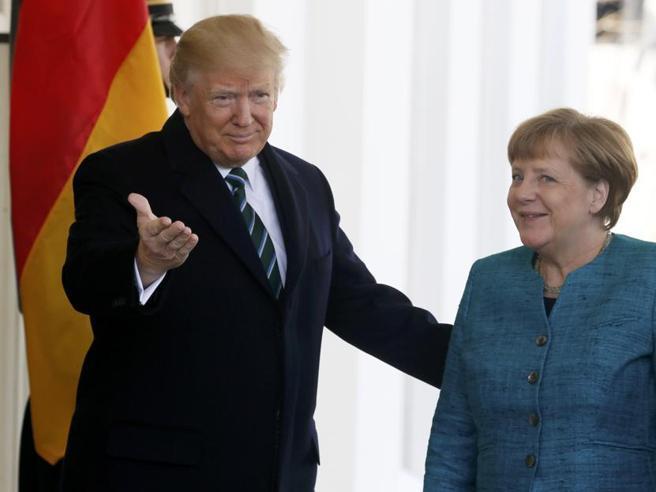 Washington: Trump accoglie Merkel per il loro primo faccia a faccia