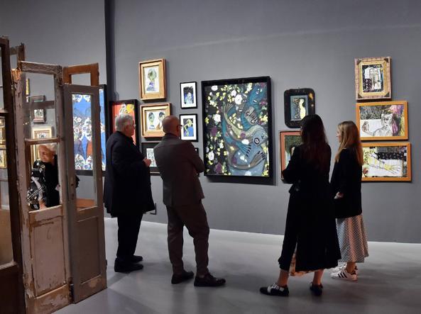 La mostra «Nulla Dies Sine Linea, Vita, Diari e Appunti di un Uomo Irrequieto» di Antonio Marras ospitata dalla Triennale di Milano: i quadri non avevano didascalie (Piaggesi/Fotogramma)