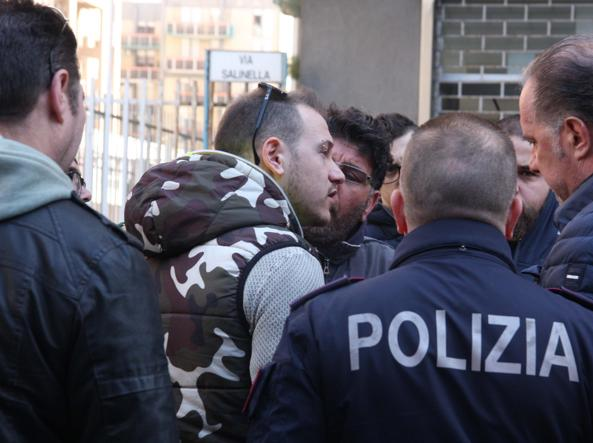 Tensione tra occupanti e polizia a Taranto (foto Ingenito)