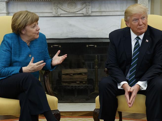 Merkel-Trump, tensione sui rifugiati fotoE solo una fredda stretta di mano|Video