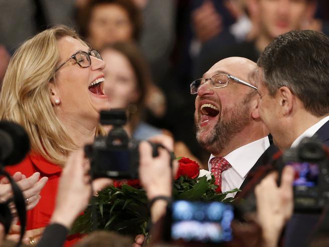 Spd, plebiscito per Schulz FotoEletto con il 100% dei voti   Inizia la sfida a Frau Merkel