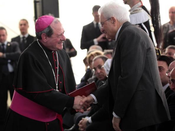 Francesco Oliva, vescovo di Locri, e il presidente della Repubblica Sergio Mattarella (Italy Photo Press)