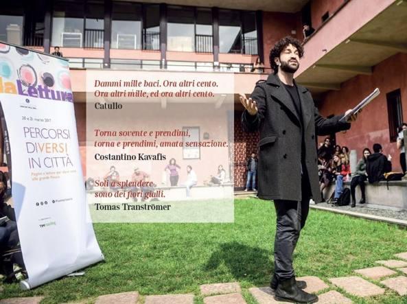L'attore Simone Tangolo durante il reading all'Università Statale di Milano