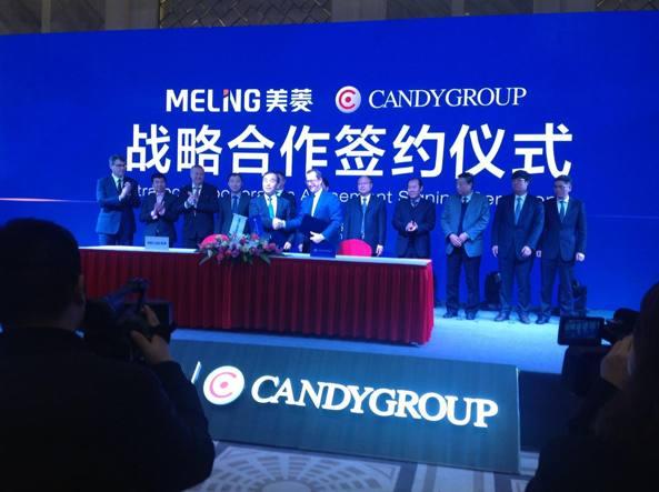 La stretta di mano fra il vertice della Candy e di Meiling