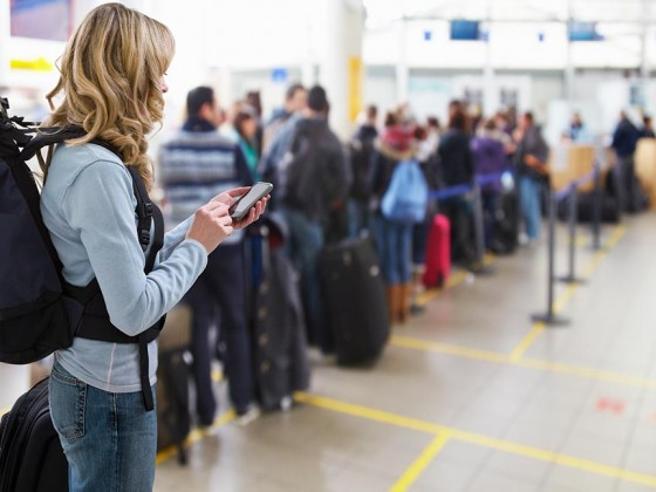 «Sui voli arabi vietati tablet e laptop» Bando Usa e inglese. Cosa c'è da sapere