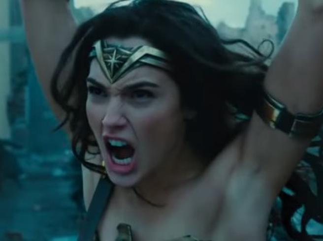 «Ha le ascelle depilate». Il web contro la nuova Wonder Woman