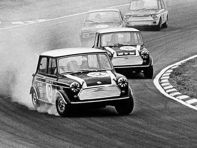 Il motore posteriore e le Mini da garaJohn Cooper rivive in un docu-film