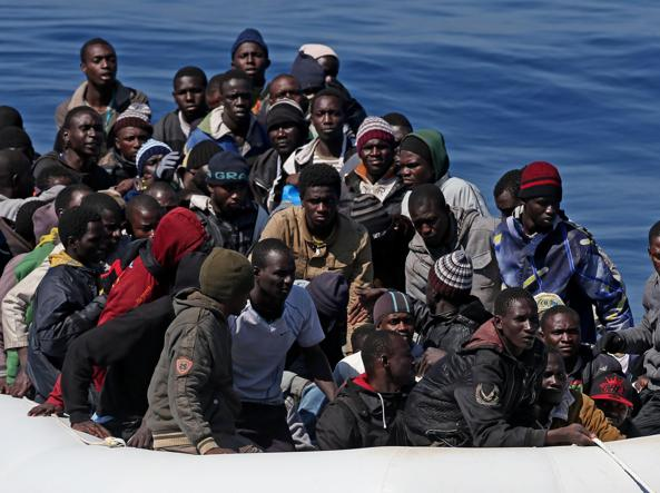 Tribunale di Tripoli blocca l'accordo Italia-Libia sui migranti. Doppio naufragio