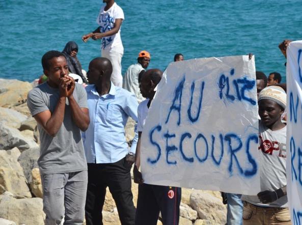 Ventimiglia, vietato dare da mangiare ai migranti: denunciati 3 volontari francesi
