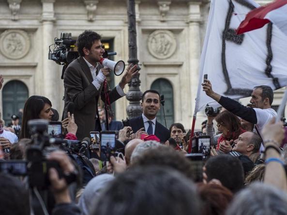 Alessandro Di Battista e Luigi Di Maio in piazza (Omniroma)
