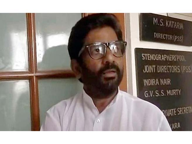 India,  litiga con  steward: politico   lo colpisce 25  volte con   una pantofola