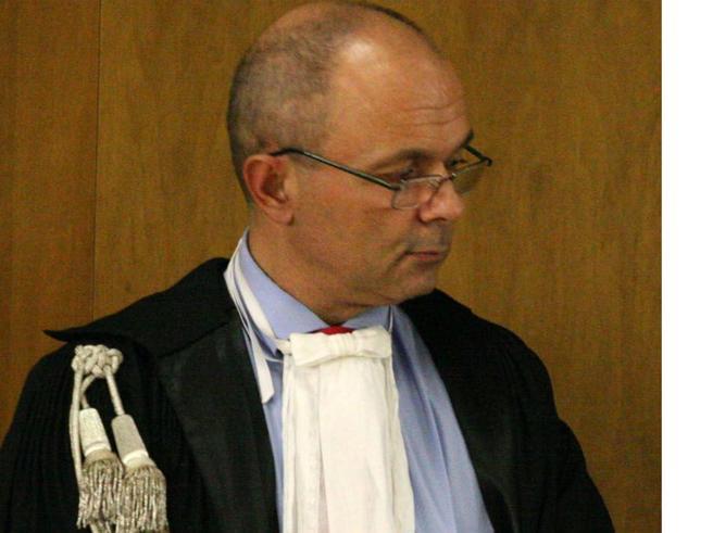 Il giudice con la pistola dopo la lite  in auto: «Lo  Stato  non ha controllo del territorio»
