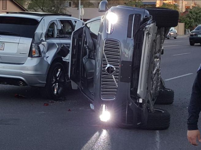 Uber stop ai test sull'auto a guida  autonoma dopo un altro incidente