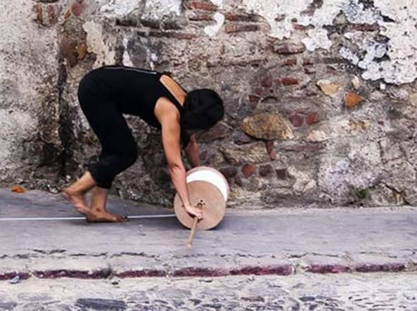 Regina José Galdino, «Caminos» (2013 ©, Foto Jorge Linares / David Pérez. Courtesy d'artista e Prometeo Gallery)