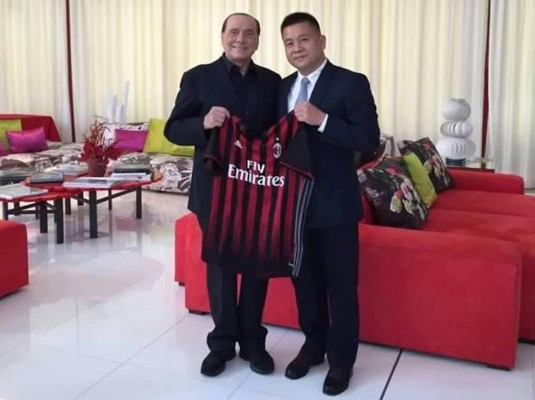 Silvio Berlusconi e Yonghong Li dopo la firma del preliminare il 5 agosto 2016, 234 giorni fa