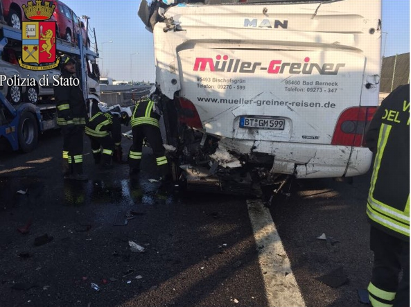Incidente Stradale tra camion e pullman in A14