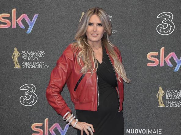 Micaela Ramazzotti Ex Bomba Sexy Kasia In Tuxedo