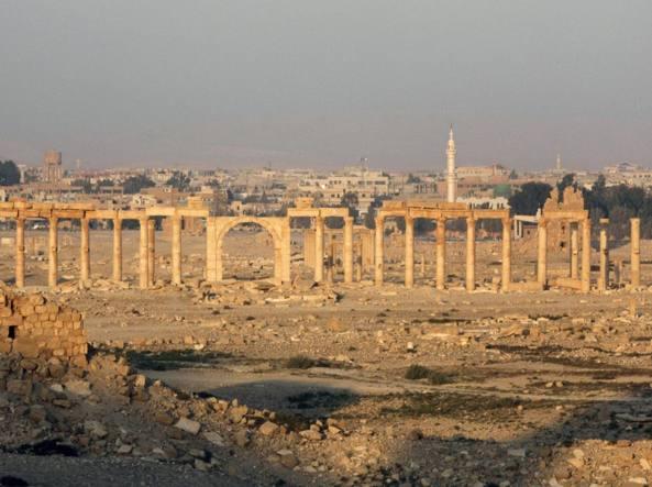 Un'immagine delle rovine monumentali di Palmira scattata nel novenbre 2010, prima delle distruzioni compiute dai terroristi (Ansa/Youssef Badawi)
