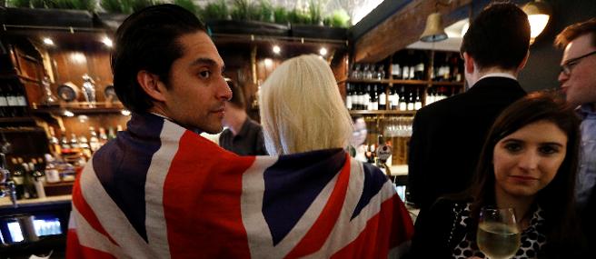 Festeggiamenti pro Brexit, in un pub londinese (Reuters )