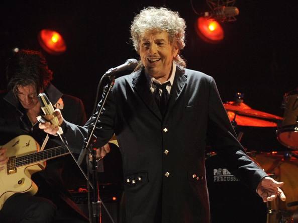 Alla fine Bob Dylan ha ritirato il premio Nobel