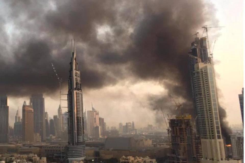 Dubai a fuoco grattacielo di 60 piani in costruzione nel for Piani di costruzione del negozio
