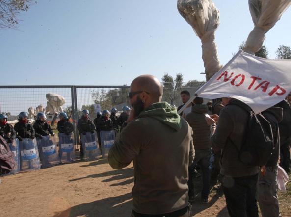 Gasdotto Salento, continua presidio manifestanti