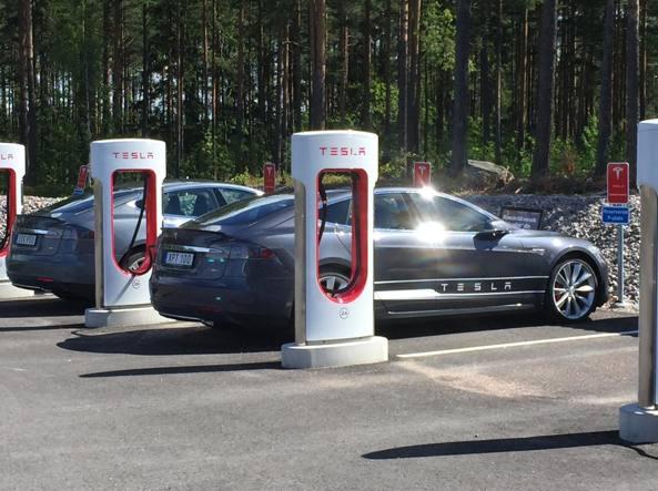 Tesla supera Ford, è seconda casa auto per valore mercato