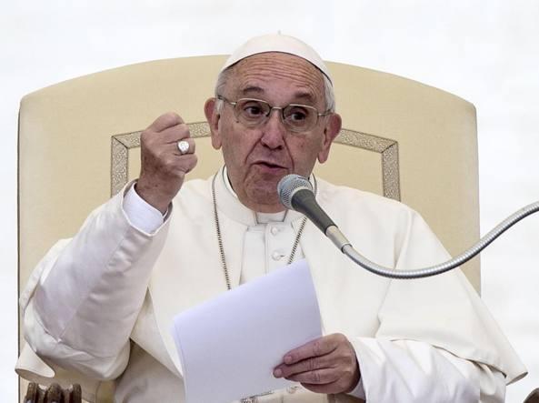 Papa: inorridito per attacco chimico in Siria, cessi tragedia