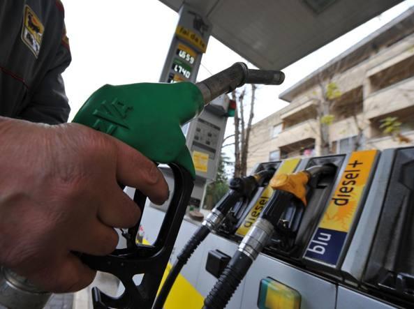 Carburante: si avvicina Pasqua, prezzi di benzina e diesel in crescita