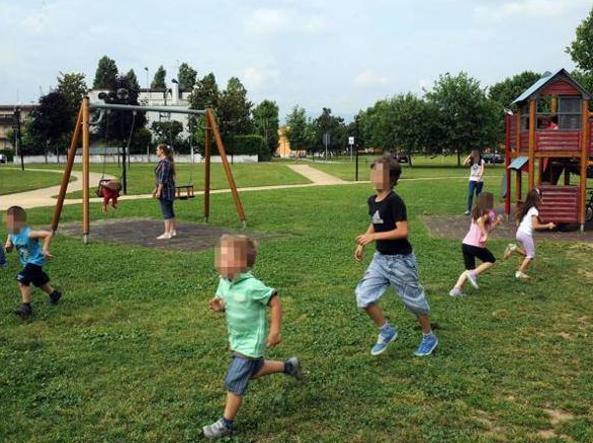 Pane e marmellata ai figli: maxi-multa per le mamme al parco